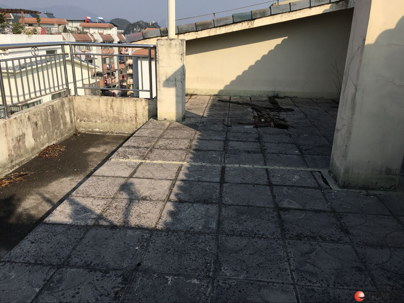 W(出售) 邻近龙隐小学双平台【绿海星城】楼梯3层复式300㎡270万