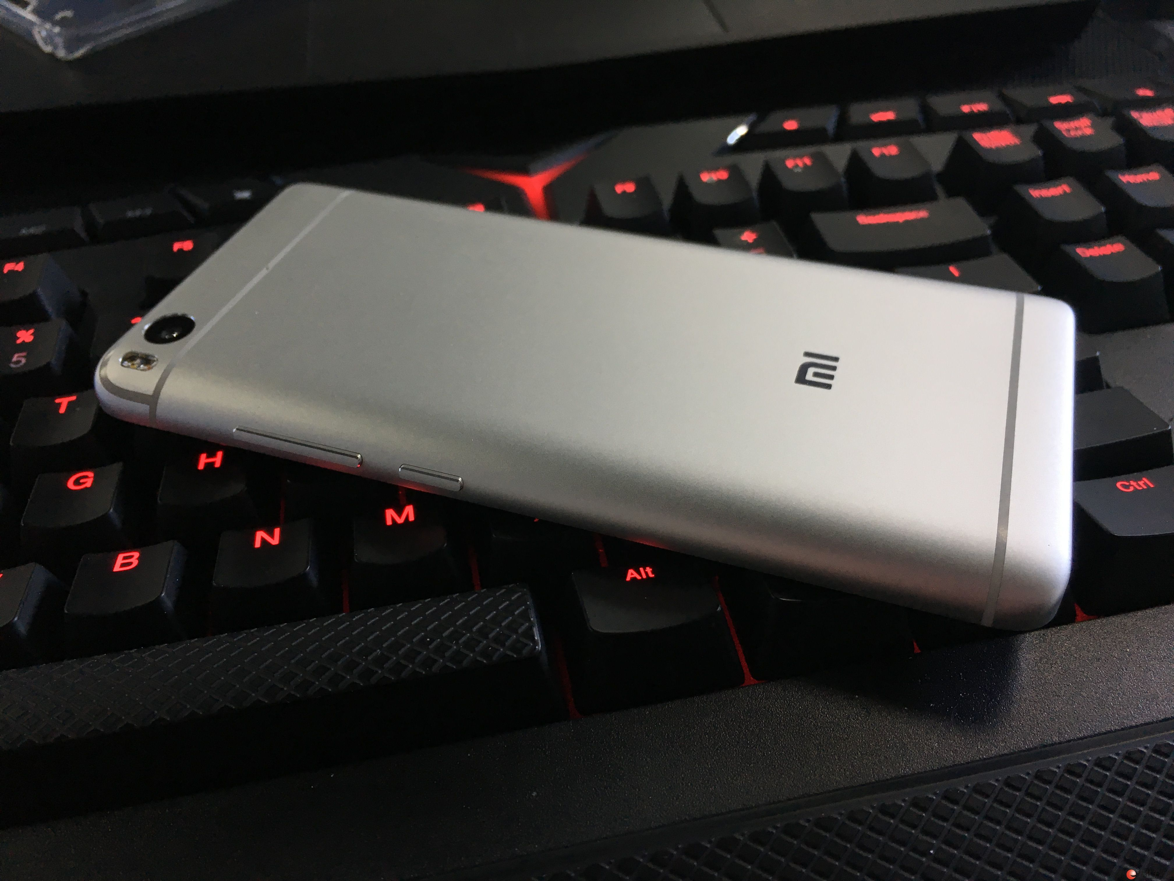 超声波指纹识别小米手机5S 128G 9.9层新 1800