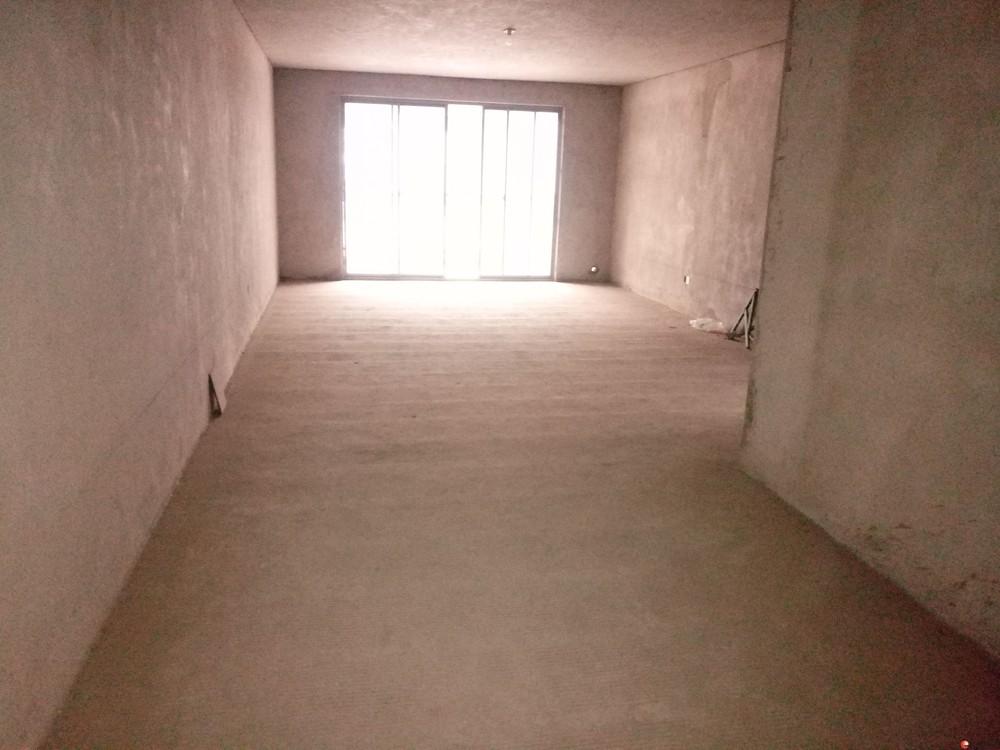 【龙隐小学】【鑫海国际】2楼清水4房带地下固定停车位120万