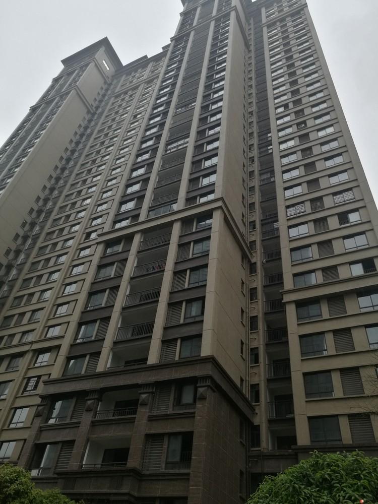 兴汇城四房两厅139平方60万,车库另计
