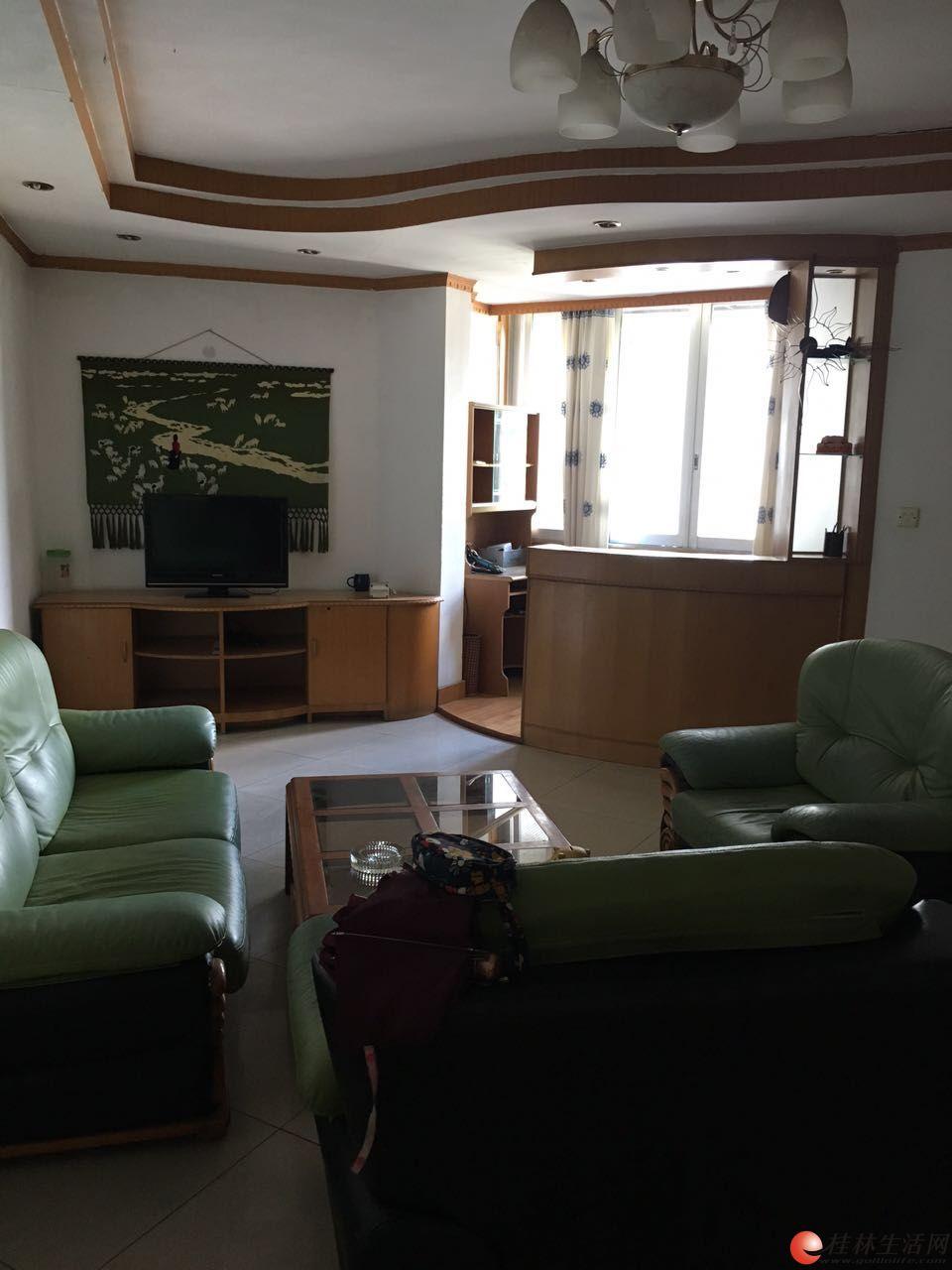 出租  七星花园 3房2厅2卫  125平米  6楼  2000元/月  家具齐全