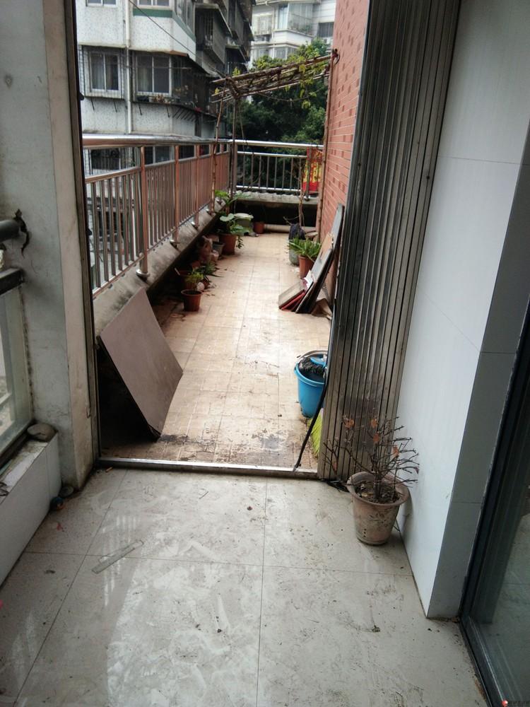 A.沃尔玛【独秀公寓】三房二厅二卫 117平米2楼 61万