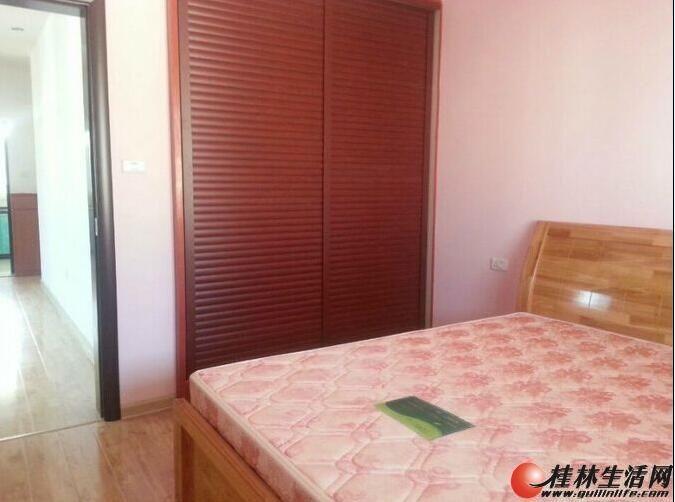 9施家园龙隐山庄  321   100平   5楼   精装  2400元/月   家电家具齐全(4台空调)