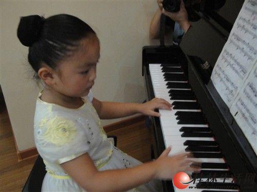学钢琴 到美音,【美音琴行】帮您的宝宝实现钢琴演奏梦想!