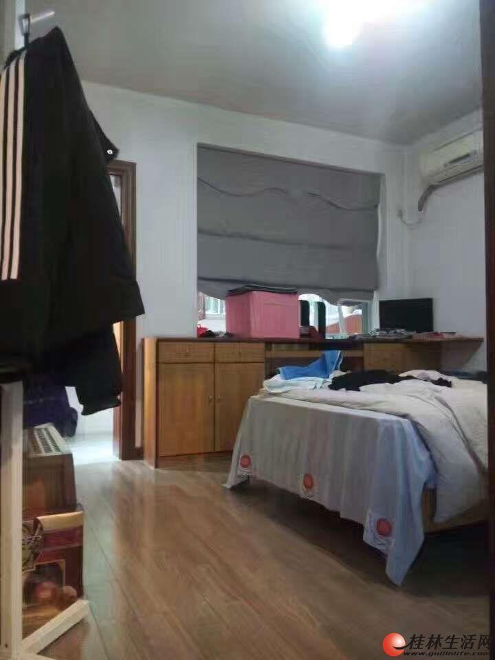 M 湖畔山庄3室2厅2卫133㎡97万