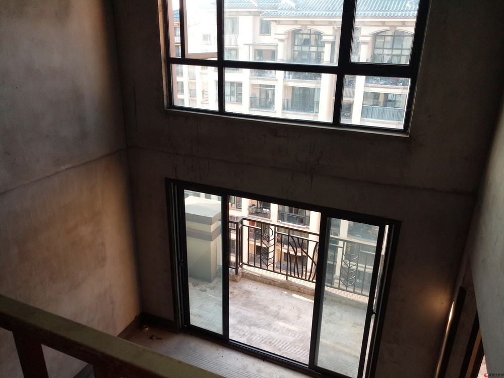 【精品】三里店【兴进上郡】11楼清水挑高两层复式带露台175万