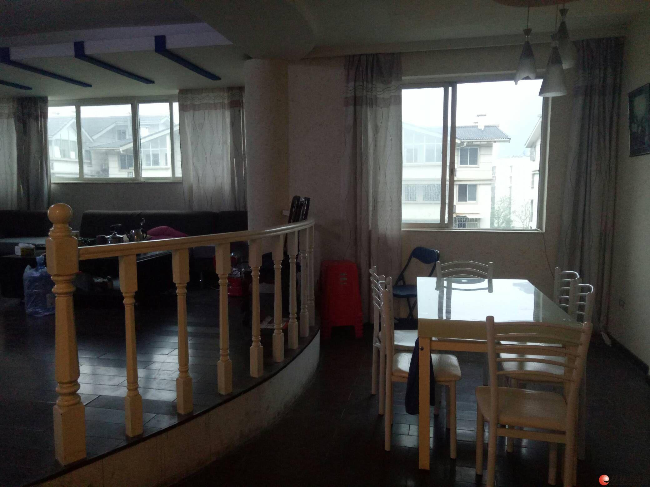 M叠彩名门3室2厅2卫 128平方 一梯两户 售70万