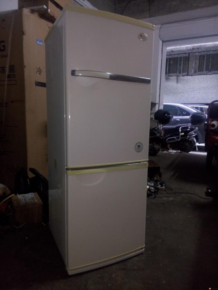 出售顾客换下来的冰箱,外观好制冷效果好,无任何不良。