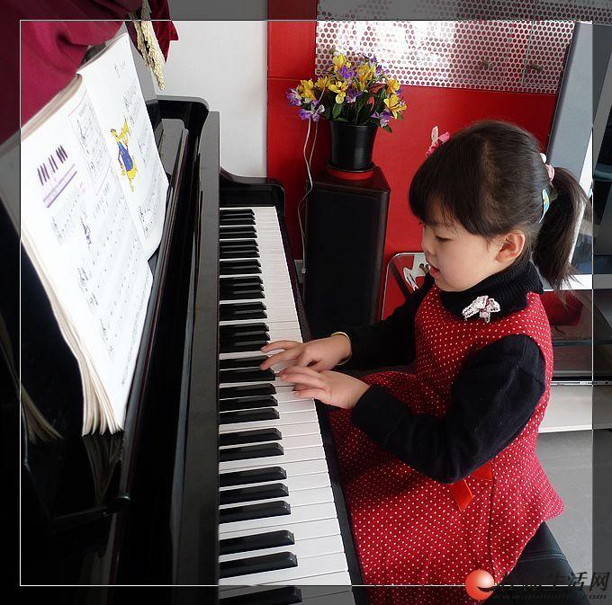 象山区万象城小区门面【美音琴行】少儿钢琴班、古筝、美术班招生