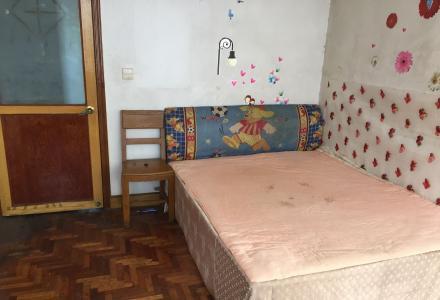 市中心微笑堂后面4房1厅1卫,限女生,出租其中两间房