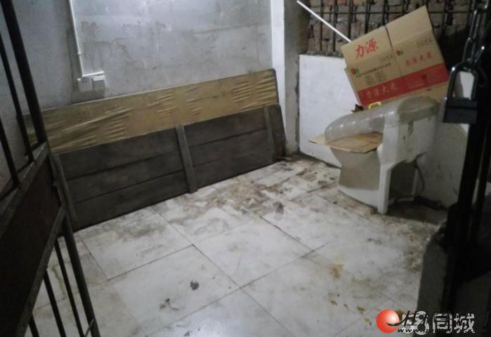卖地下杂物间 丽君路国旅宿舍附近,地下杂物间7平方,有电表可停电摩放杂物,售1万元