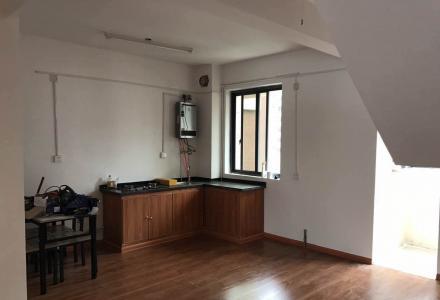 临桂金水路 碧园香樟林复式 简单装修 三房两厅两卫 150平 2700一个月