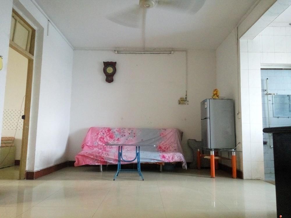 北极广场两房一厅招女生合租