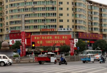 临桂大世界三页翻广告位整体转让,120平方!