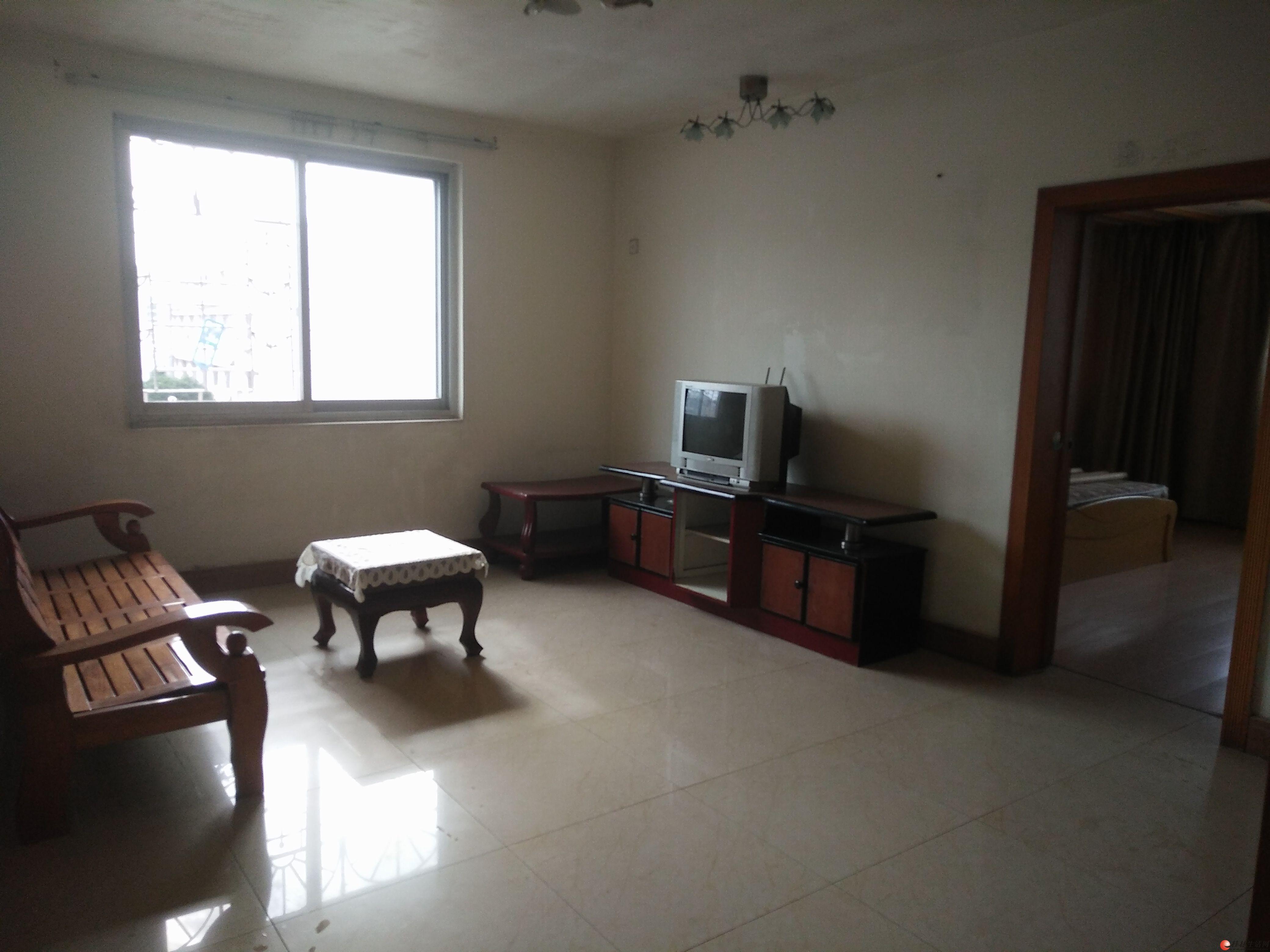 甲天下广场附近,建行宿舍,2房,1500元/月,家电家具齐全。
