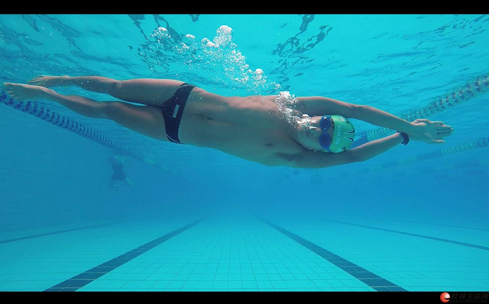 桂林游泳私教 游泳教练指导 陪游教学 水下拍摄