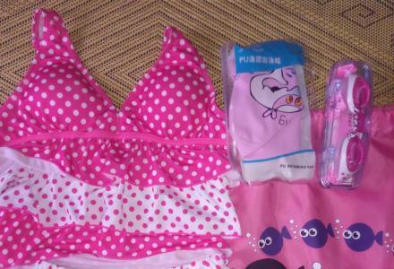 全新的女童泳衣要转让