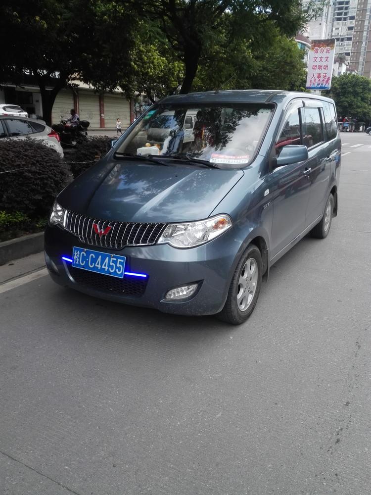 14年5月的五菱宏光1.5排量个人一手车。