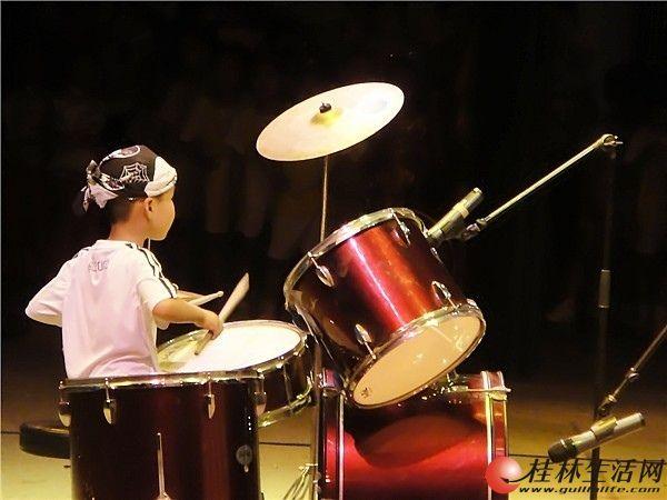 桂林东声新概念艺术教育暑假速成班开始招生中,喜欢乐器的小伙伴快来报名吧~