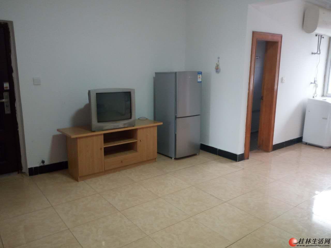 人民医院对 面两房一厅出租 宽敞明亮 干净整洁 拎包入住 中介勿扰