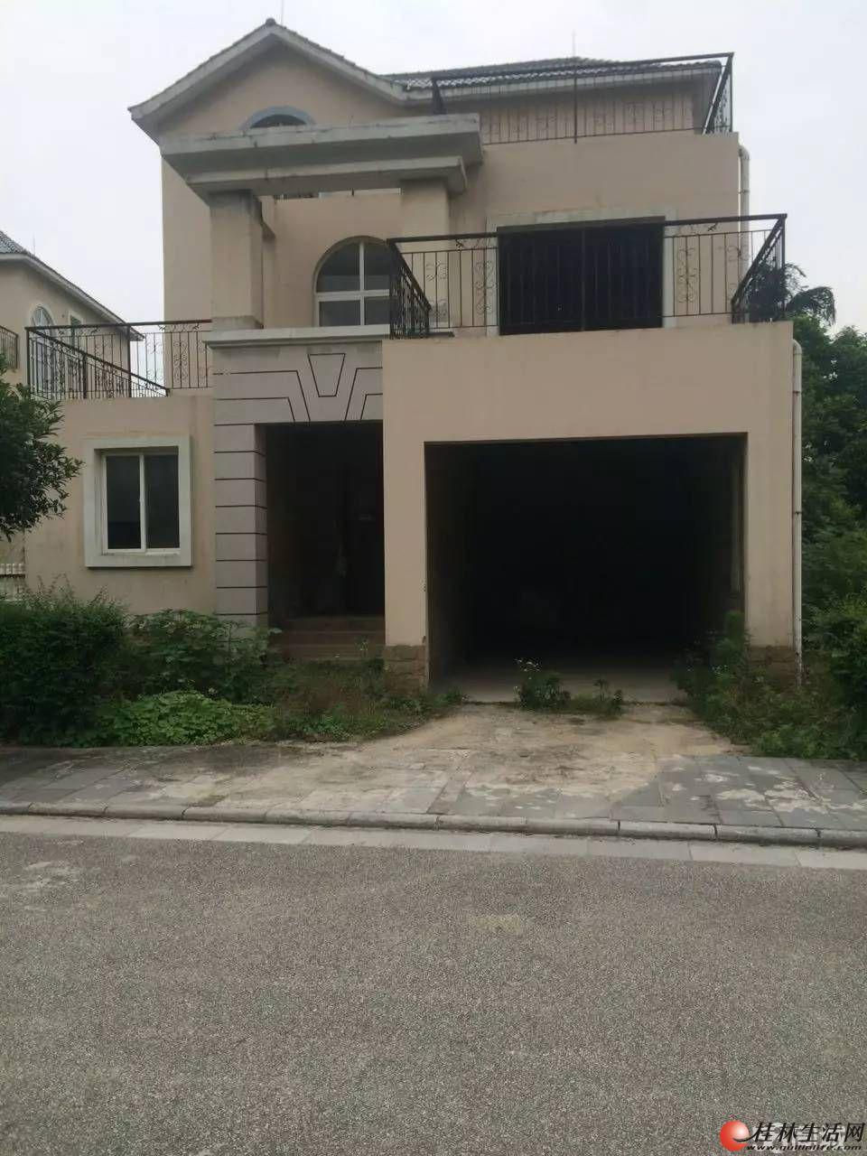 Q 山水凤凰城 独栋大别墅 占地大,花园大 现在卖230万