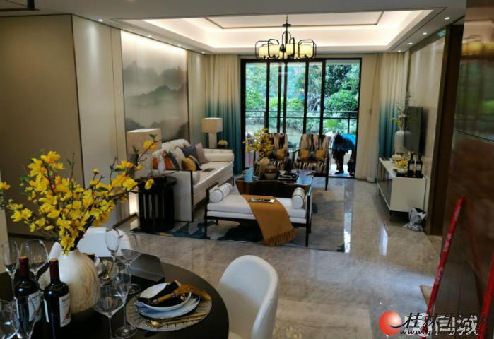 Q带精装修《湖光山色》3房2厅2卫,黄金楼层,超低价格