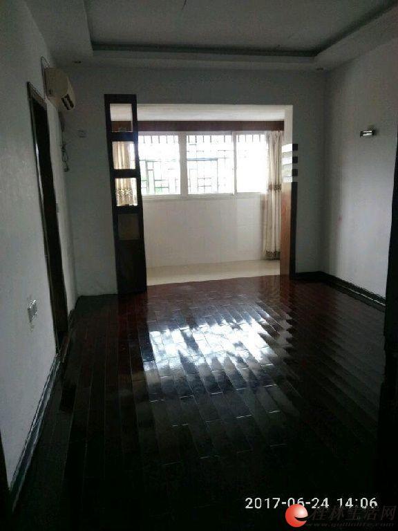 信义路19号 3室2厅2卫120平米5楼2600元