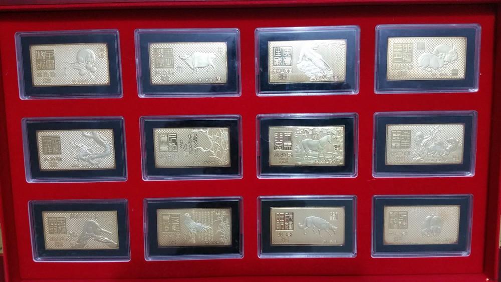 《国宝生肖金玉砖》用材纯金12克、纯银132克、和田玉1.2公斤