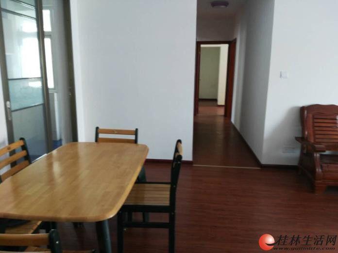 香格里拉花园 精装3房2厅2卫 130平米 电梯房 配套齐全