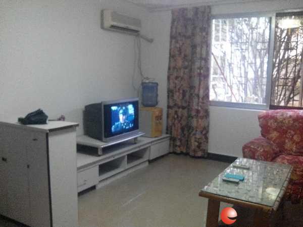 普陀路航天苑1房1厅出租,家电家具齐全,1000元/月。