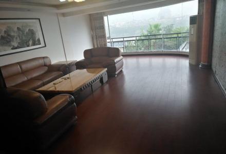 漓江华府:漓江边复式楼5房3卫4厅拎包居住或办公