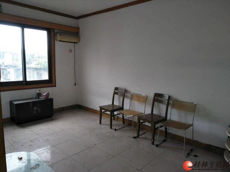 S租房三多路1房1厅40平米租金850元5楼
