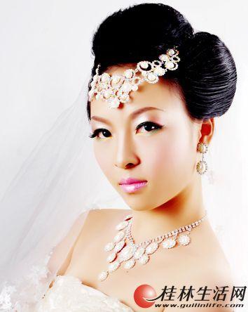 婚礼新娘化妆跟妆桂林国际化妆造型师为您服务!
