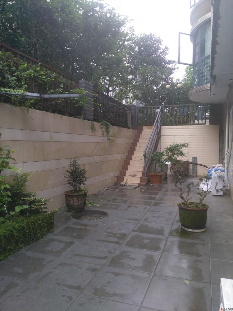 二层复式三房二厅三卫带160平米花园