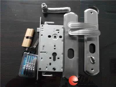 桂专业门窗维修安装更换门锁、开锁、门把手及换锁芯