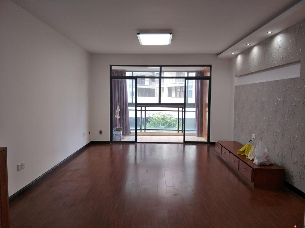 精品【龙隐小学】新天地一期2楼精装没有入住3房2厅2卫108万