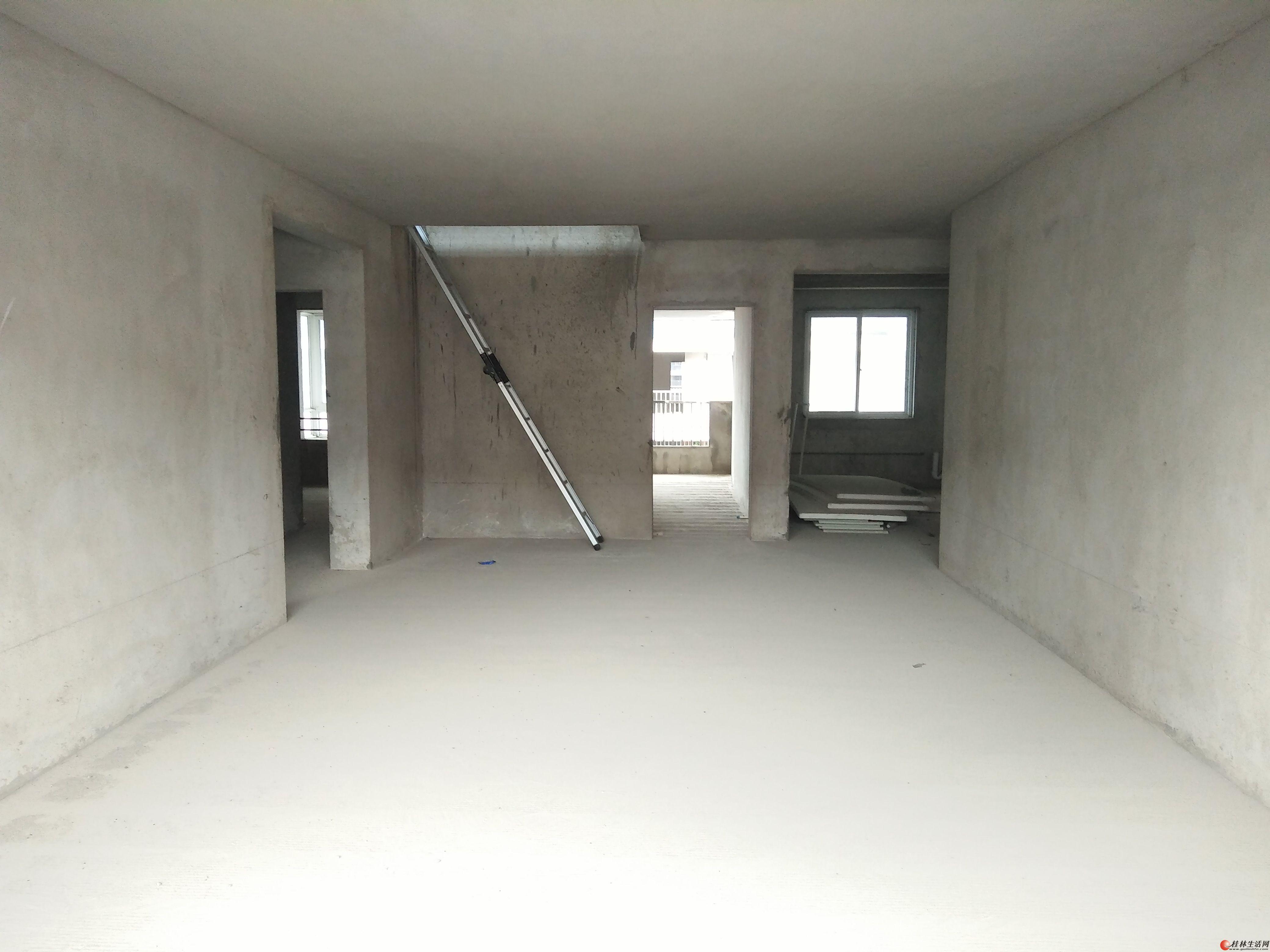 单价仅2000元/平米,买一层送一层,漓江明珠,4房2厅3卫