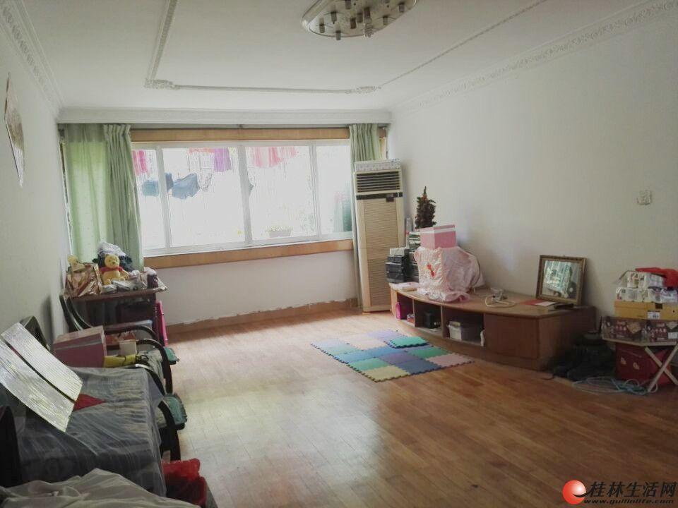 H桂湖花园 4房2厅2卫 中装 家具家电齐 拎包入住!