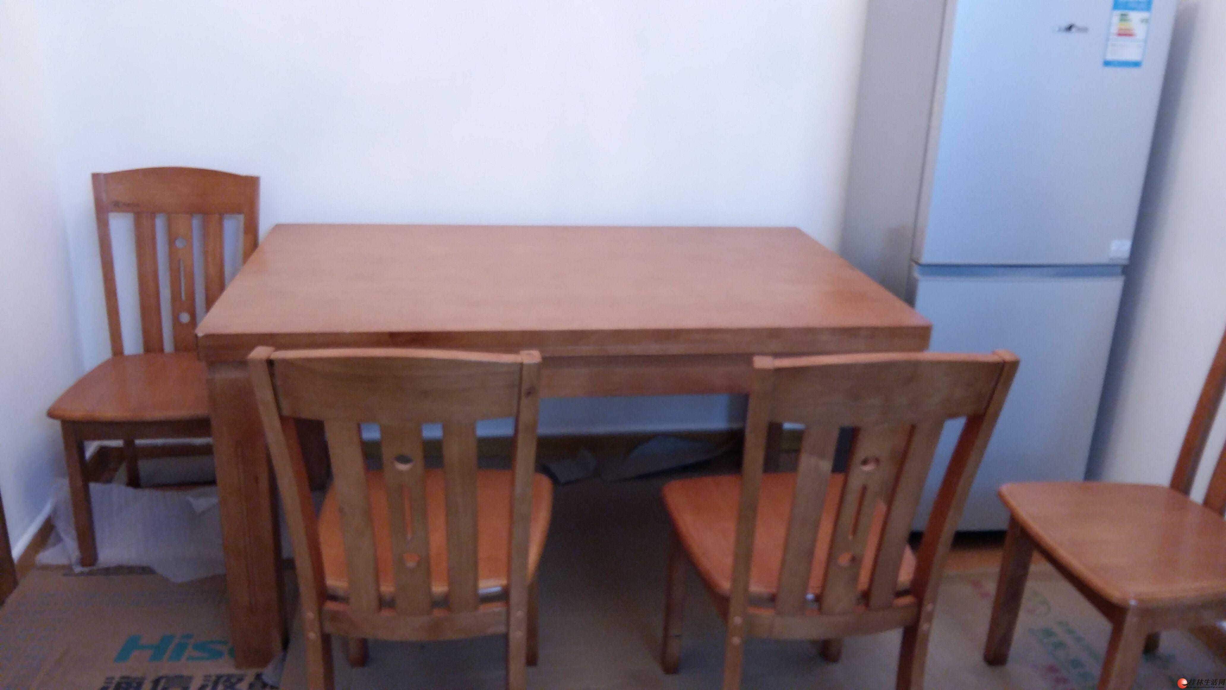 便宜出售一套全新实木餐桌