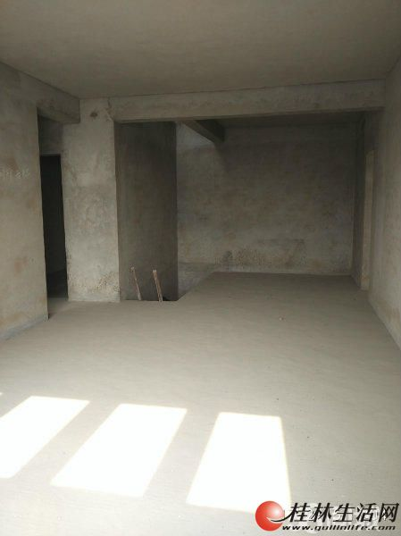T八里街水岸新城6房4厅2厨房4卫 阁楼233平方 首付只要10万