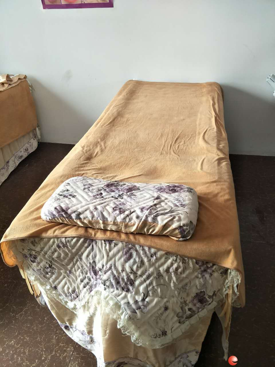 美容床转让,2张,9成新,自提
