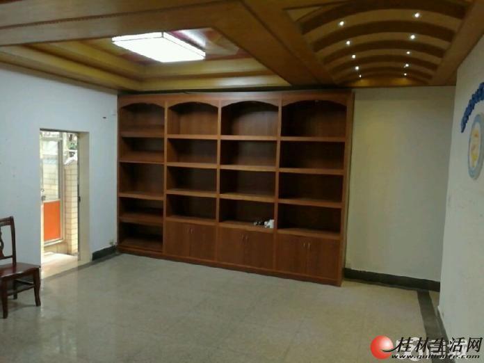 樱特莱别墅办公出租,7房3厅2卫,260平米,精装修,5台空调,5500元/月出租