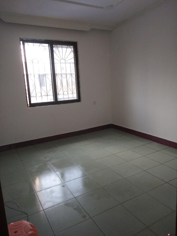 龙隐小学,会仙小区,2房1厅1卫,65平米,6楼顶楼可加盖一层。有钥匙,随时可看房。