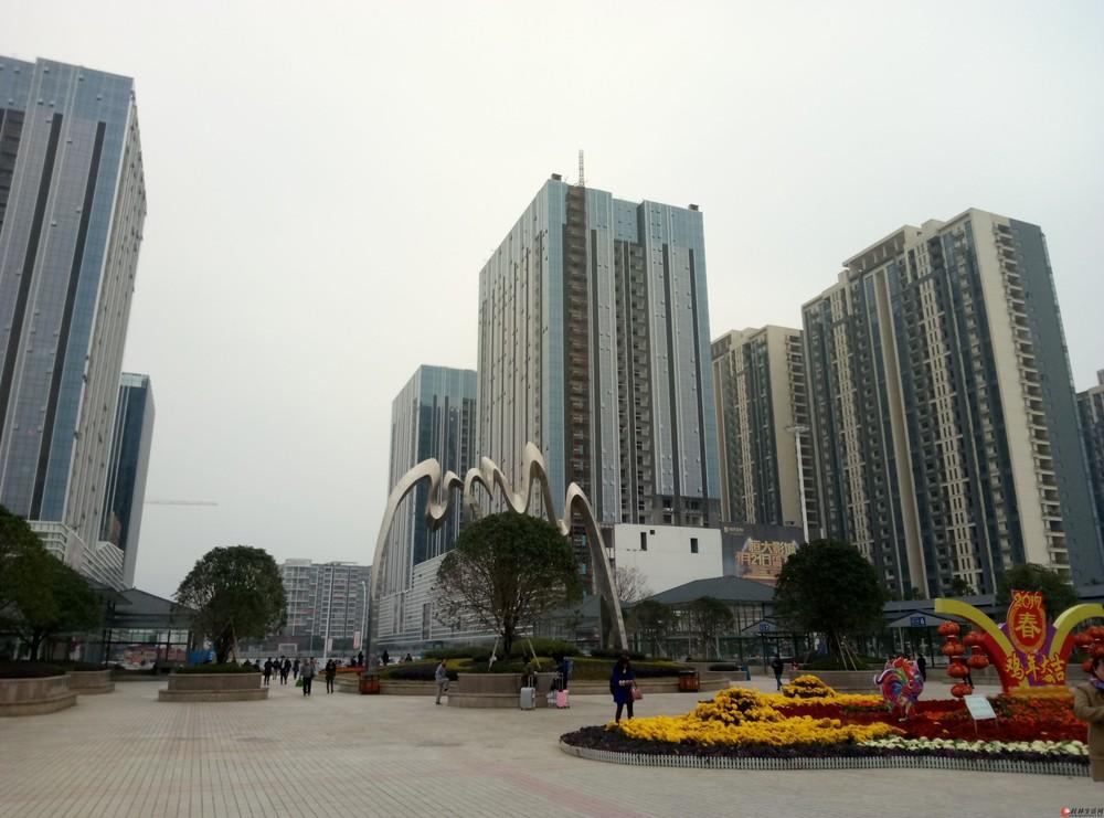 桂林北站对面恒大广场280平8室精装房带家俱家电办公住家皆宜