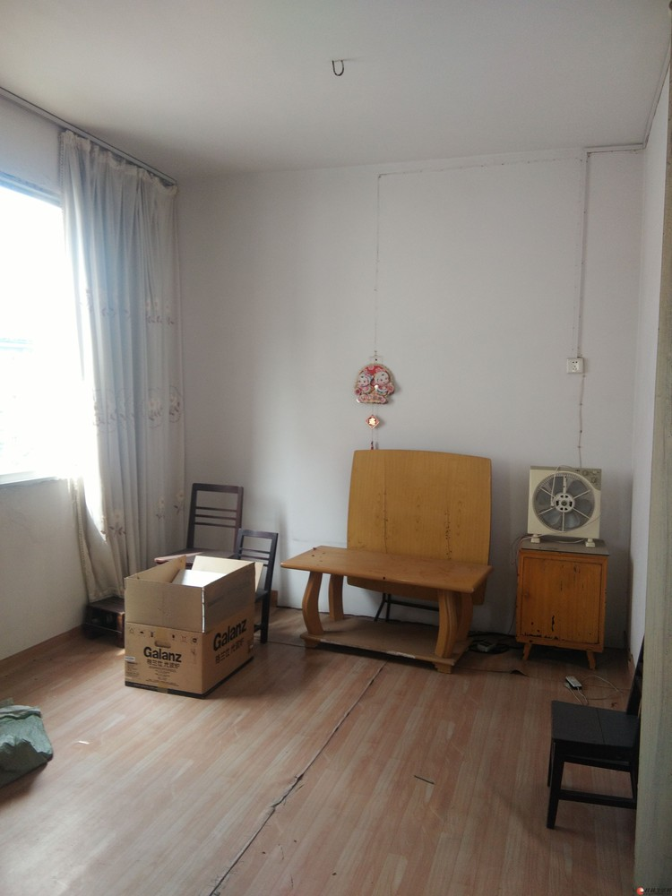 A.芦笛小区 二房一厅63平米黄金三楼32万