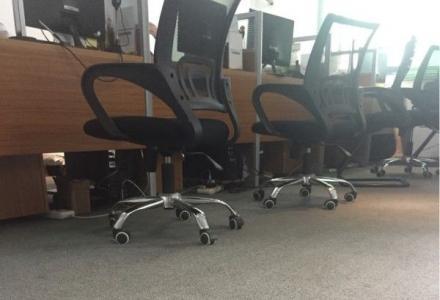 湘商大厦(万达广场旁)326平方米 电梯 写字楼  可注册公司  出入方便