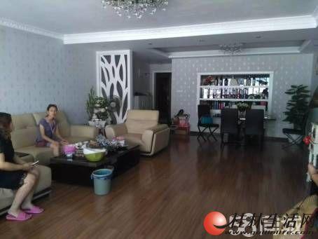三里店大圆盘 金桂苑4房2厅2卫豪华装修156平方出售