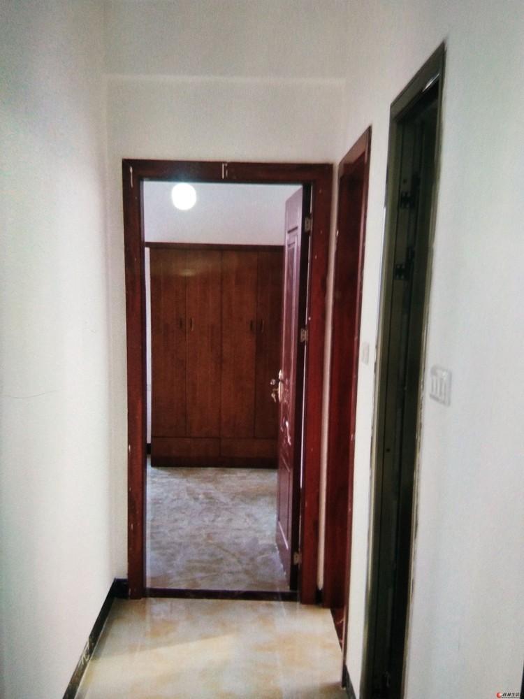 麓湖国际三房两厅,月租1800元,拎包入住