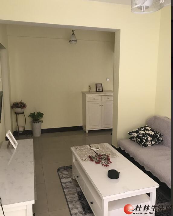 HT三里店《东岸枫景》豪华装修一房一厅1900元,全新家具家电齐全