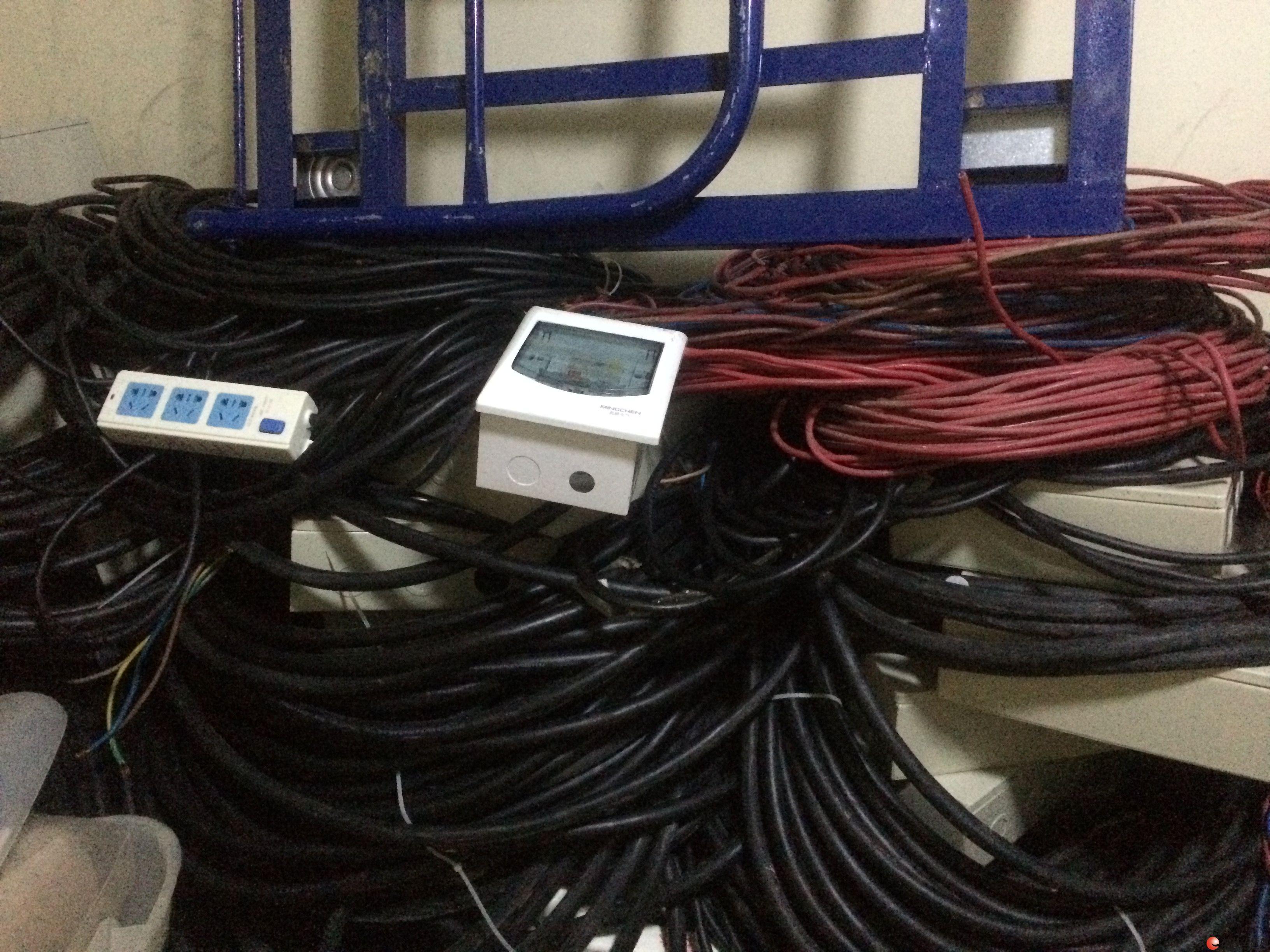 9.5成新.万博体育客户端国际电缆,德力西电箱转让
